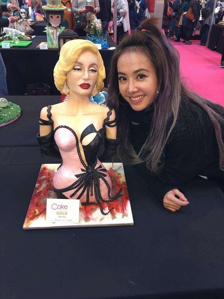 天后蔡依林在英國參加Cake International蛋糕比賽,憑她自創的「夢露翻糖蛋糕」奪得金獎。(圖/蔡依林 Jolin Tsai@facebook)