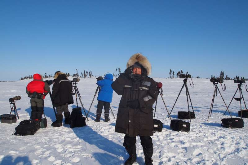 雪車駕駛借我重達4、5公斤的厚皮外套和大手套,多層次穿戴才讓我在低溫下保住了手指。(圖/時報出版提供)