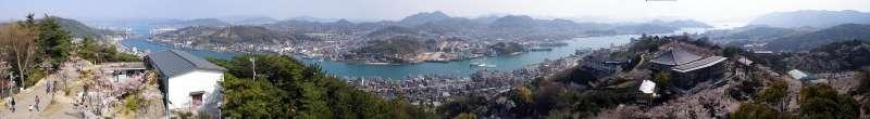 從廣島縣尾道市的千光寺公園遠眺向島。(維基百科/公用領域)