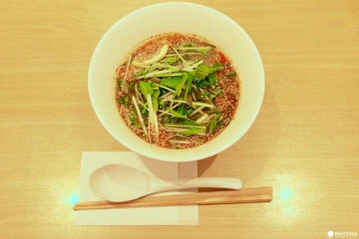 濃郁的湯頭卻不帶有動物性的油脂感,因此口感相當清爽。(圖/Matcha提供)