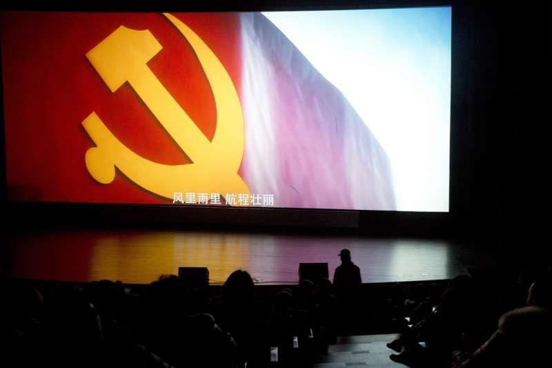 紀錄片《厲害了,我的國》在中國掀起觀影熱潮。(AP)
