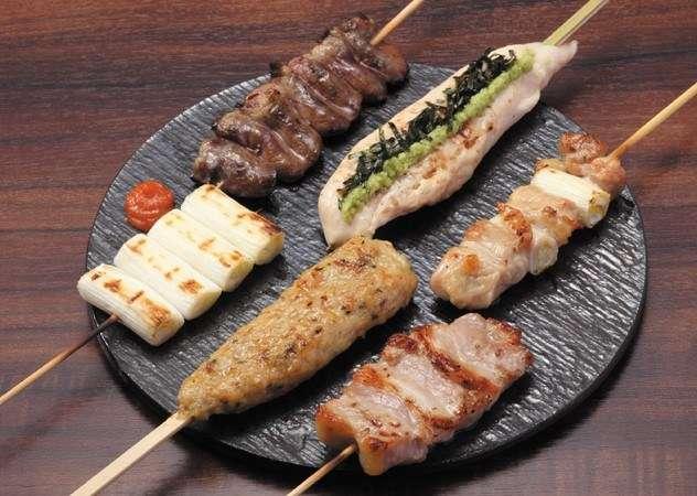 博多滿月除了提供基本料理外,還提供招牌內臟鍋、馬肉料理。(圖/博多満月官網)