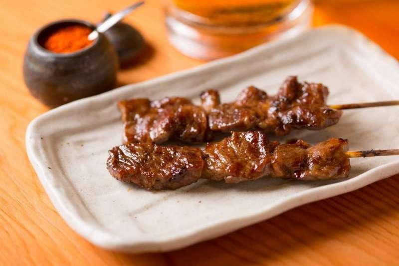 鳥貴族是超級平價的日本居酒屋,在這裡的每樣料理和飲料通通298JPY(未稅)。(圖/鳥貴族@Facebook)