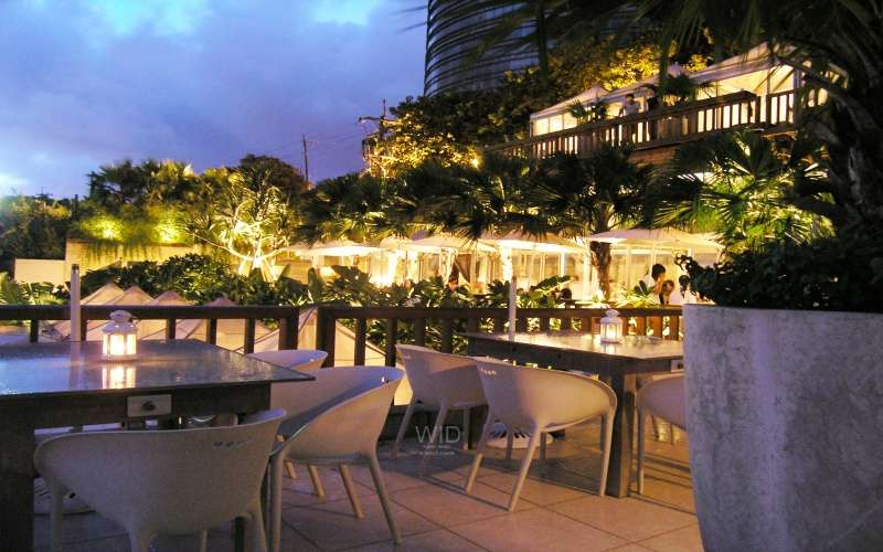 台北陽明山 屋頂上餐廳 THE TOP/將原本的單一山坡地型,整地為義大利台坡式庭園,以利於每一個位置都可欣賞台北市的美景,突破以往台灣常見的小木屋設計。(圖/WID提供)