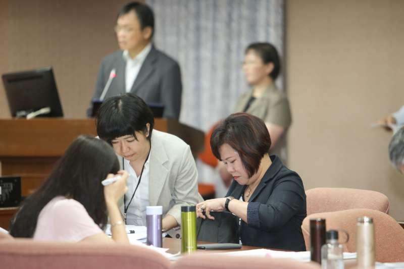 20180507-立法院,勞動部長許銘春,因請假遭國民黨籍立委疑「藐視委員會」,稍後趕來委員會備詢。(陳明仁攝)