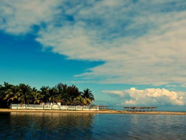 宏都拉斯的海岸有股專屬中美洲的悠閒。(圖/女子學提供)