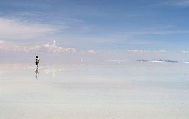 純白無瑕的「天空之鏡」烏尤尼鹽湖是旅客們的最愛,被稱為世界上最像天堂的地方。(圖/女子學提供)