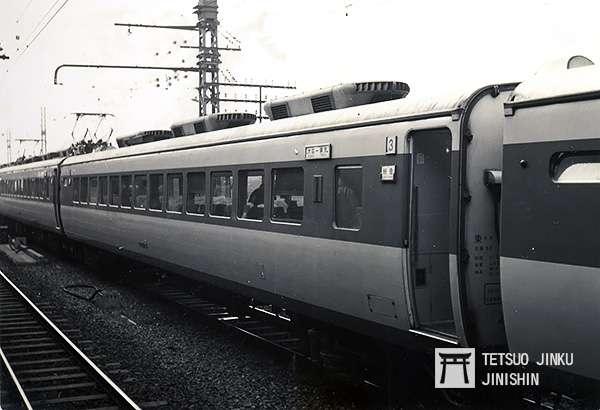 1960年攝於大阪站內的181系電聯車,其塗裝即為國鐵特急色(圖/想想論壇提供)