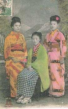 西貢(現胡志明市)的唐行小姐,照片左上法屬印度支那的郵票蓋有西貢的郵戳。(wikipedia/public domain)