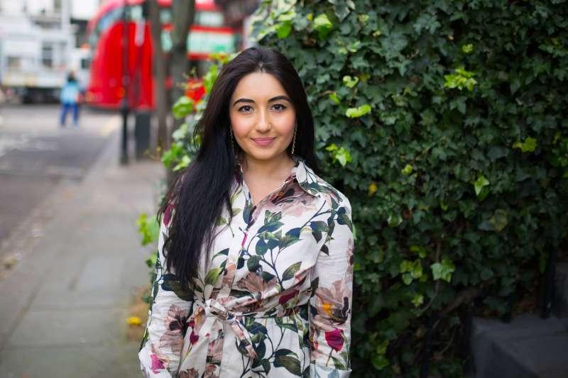 放棄法律碩士學位,26歲的艾琳·吉拉尼(Aileen Gilani),創立「The Luxury Student(奢侈生)」。(圖/The Luxury Student Facebook)