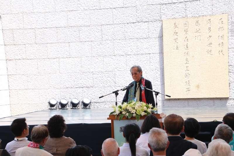 圖4__政治受難者蔡焜霖先生上台致詞,向所有當年在島上受苦的難友表達無盡追念。(文化部提供)