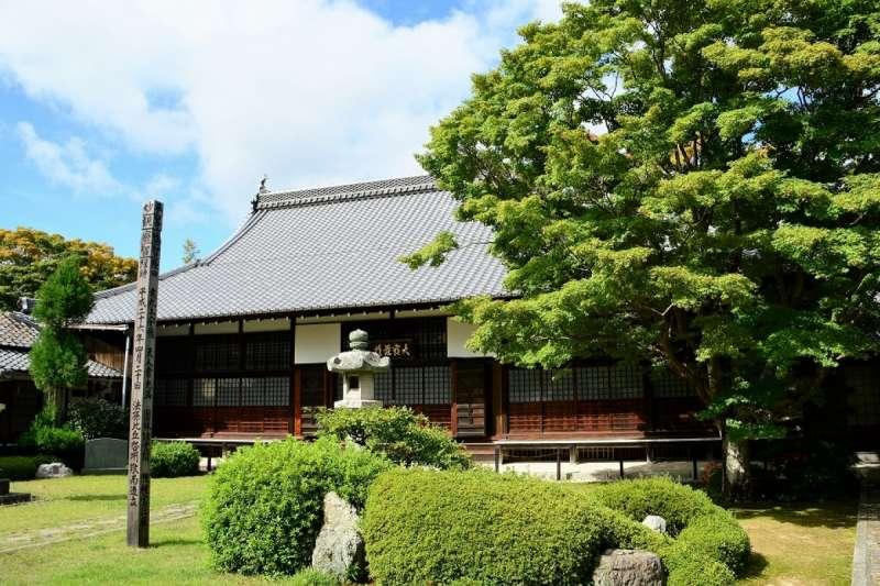 源光庵,有著四方形的「妄念之窗」與圓形的「頓悟之窗」。(圖/ZEKKEI Japan)