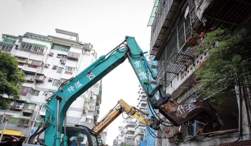 斯文里三期今(18)日整宅拆除動工。(台北市政府提供)