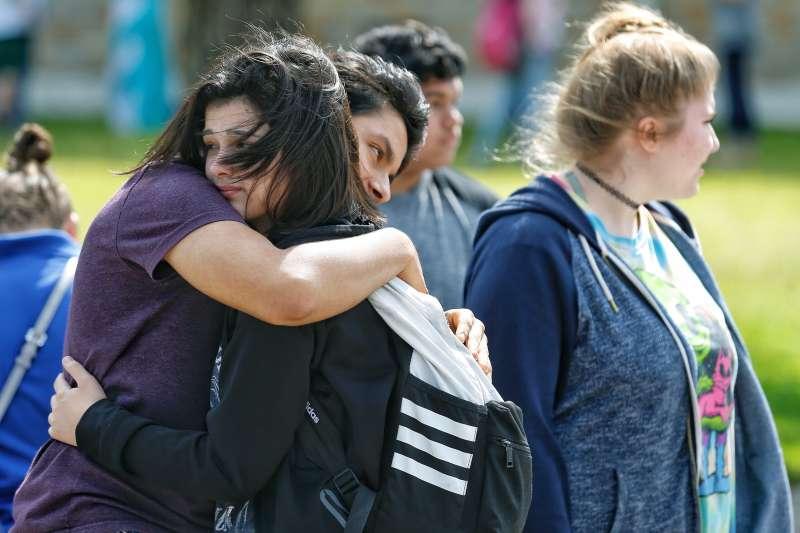 科倫拜高中屠殺案20周年》每年1萬5000人死於槍枝暴力 美國國會拒絕加強槍械管制 風傳媒