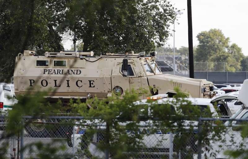 2018年5月18日,美國德州聖塔非高中(Santa Fe High School)發生校園槍擊案,造成慘重傷亡(AP)