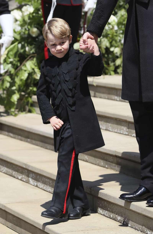 喬治小王子穿著黑色軍裝,又萌又帥氣。(美聯社)