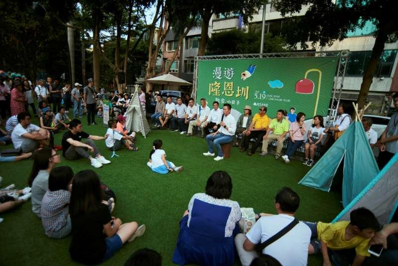 新竹市長林智堅表示,與團隊在改造隆恩圳過程中歷經萬難,在完工的現在終獲市民掌聲,也讓隆恩圳重新回到市民生活中。(圖/新竹市政府提供)