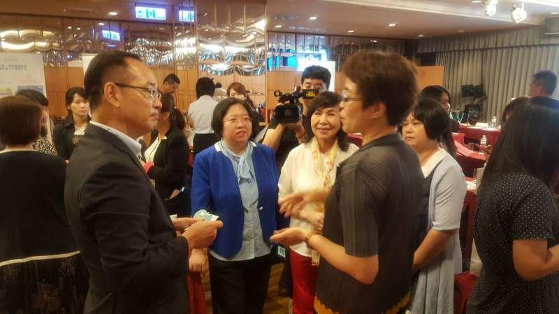 眾匯智能健康-王欽堂董事長跟與會嘉賓針對議題進行討論與分享。