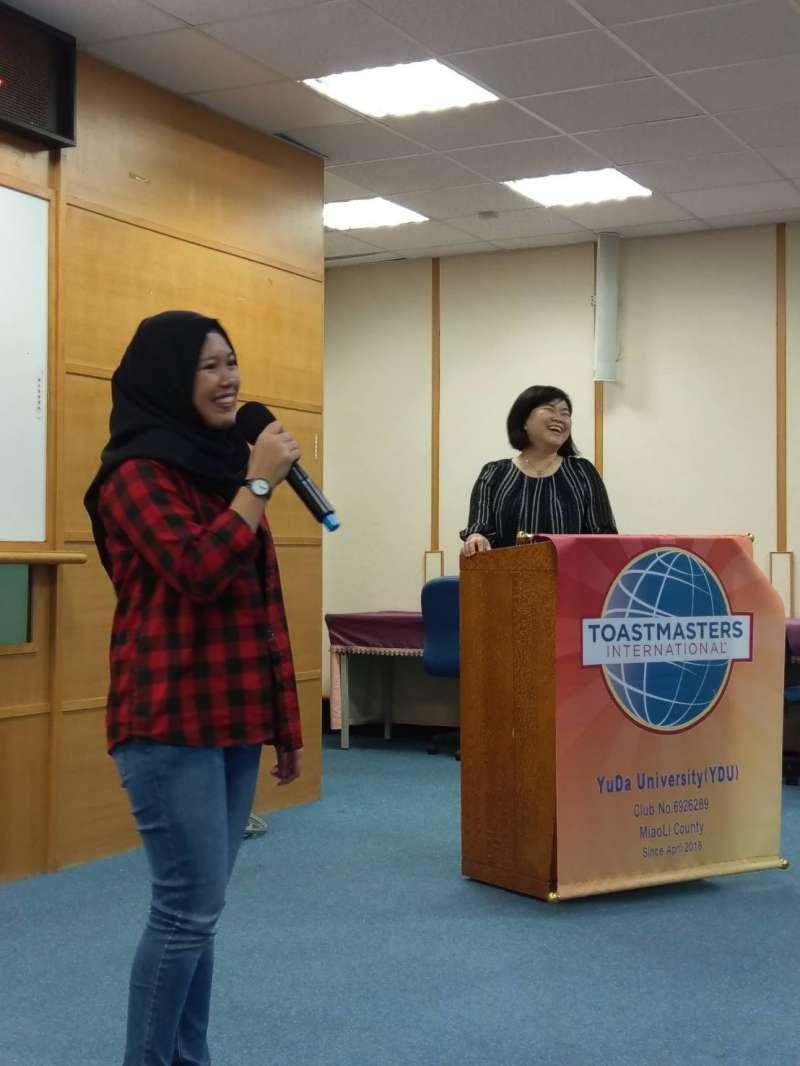 印尼籍學生以英文說明參會之原因。(圖/育達科大提供)