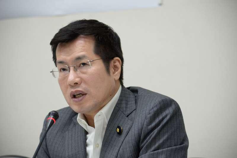20180525-民進黨立院黨團「團結台灣 一致對外 譴責中國 蠻橫打壓」記者會,立委羅致政。(甘岱民攝)