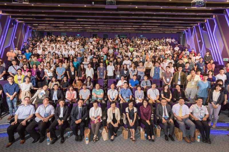 勞動部勞動力發展署桃竹苗分署29日在清大舉辦青年論壇,吸引近400百青年到場參與。(圖/桃竹苗分署提供)