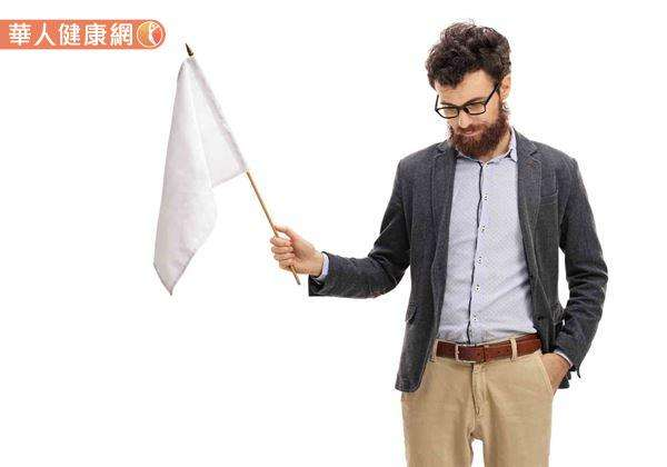 近來網路流傳:「若男性早上起床,小弟弟沒有順利『升旗』,可能有勃起功能障礙。」的說法,引起不少網友熱烈關注。(圖/華人健康網提供)