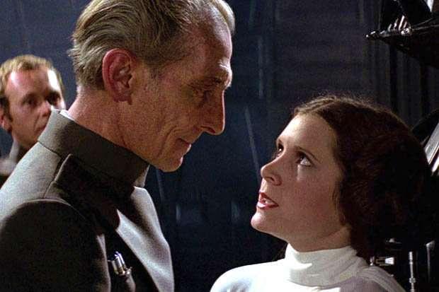 1977 年原「星際大戰」中的莉亞公主與塔金總督。取自網路.jpg
