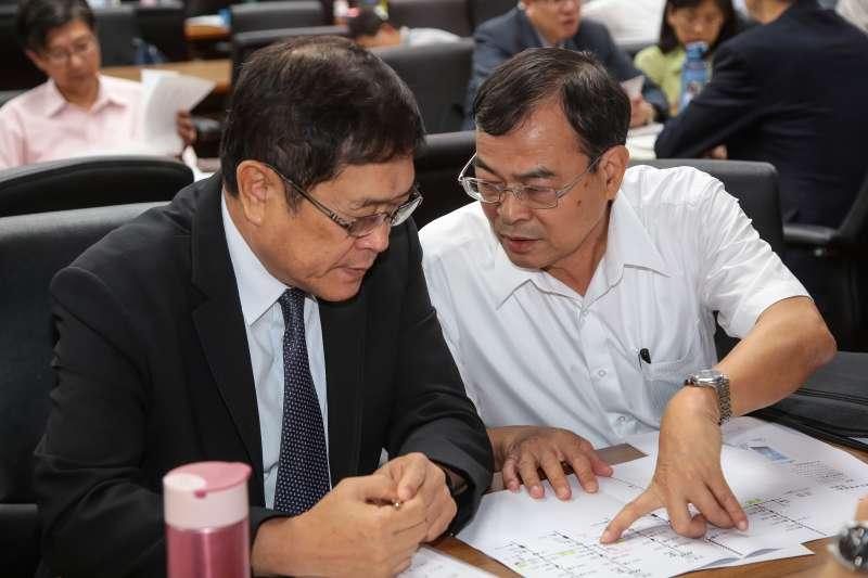 20180531-台電董事長楊偉甫、總經理鍾炳利31日出席經濟委員會。(顏麟宇攝)