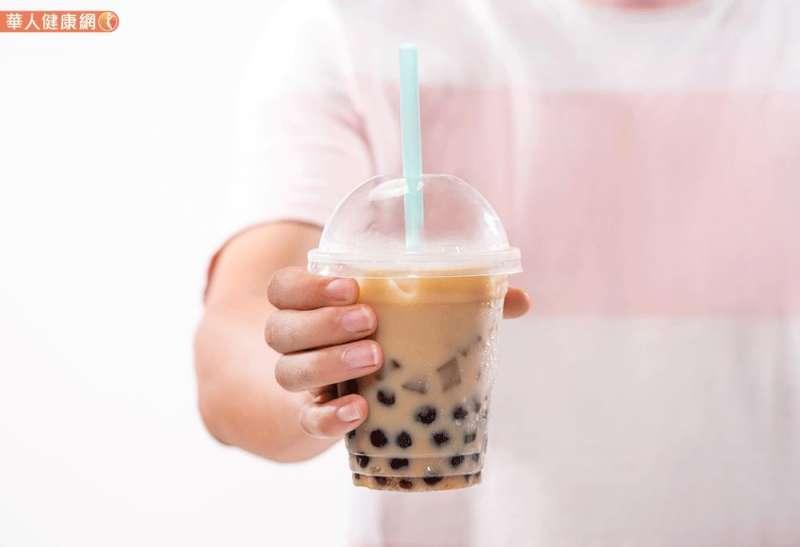 對於血糖控制不良的病人,喝完含糖珍奶後,血糖將會高到慘不忍睹。(圖/華人健康網提供)