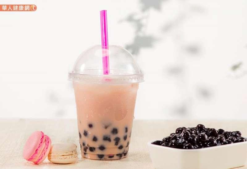 建議喝珍奶選擇一杯無糖小杯珍珠鮮奶茶,相信能喝的較為輕鬆無負擔。(圖/華人健康網提供)