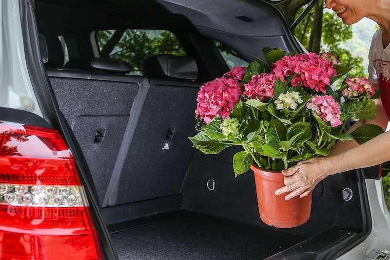 一個值得信賴的品牌Mercedes-Benz Select,搭載著一家人幸福的回憶,是日常生活中最可靠的夥伴。(圖/風傳媒攝)