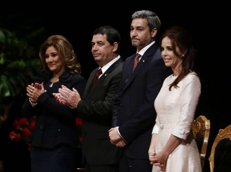 巴拉圭新任總統阿布鐸(Mario Abdo Benitez,右二)(AP)