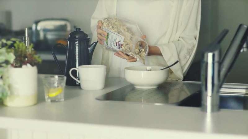 如果早上不用趕著出門,能夠為自己準備一份營養均衡的早餐,身體攝取了足夠養分,不僅可以讓思路更清晰,也能讓一整天充滿活力。(示意圖非本人/翻攝自youtube)