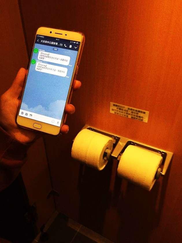 透過物聯感測器,就能夠準確掌握廁所內的衛生紙,是否需要補充?(圖/台北市工務局,智慧機器人網提供)