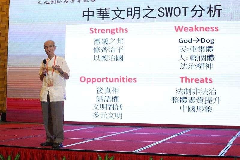 黃開煌用swap分析中華文化優缺點。(王偉力提供)