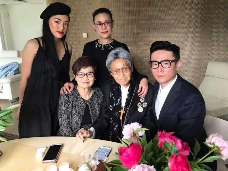 傅達仁兒子傅俊豪在臉書PO文,表達對父親赴瑞士善終的決定感到不捨。(取自傅俊豪臉書)