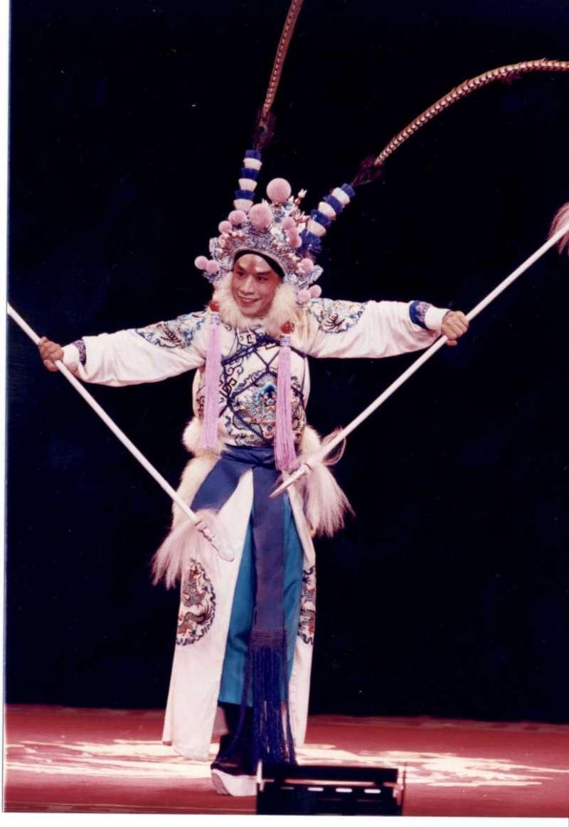 luwenlong:新陸文龍,朱陸豪主演,國立國光劇團。(取自文化部台灣大百科全書)
