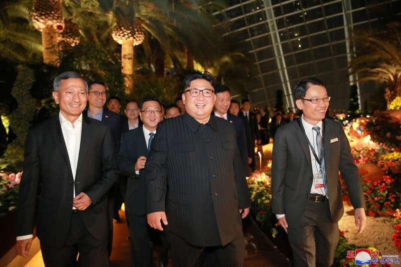 2018年6月12日新加坡川金會前夕,金正恩夜遊濱海灣(AP)