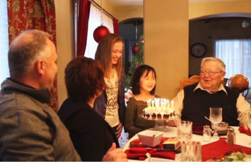 中國雖大却無棄嬰身之地,能被美國家庭領養,也算是一種幸運吧。(視頻截圖)