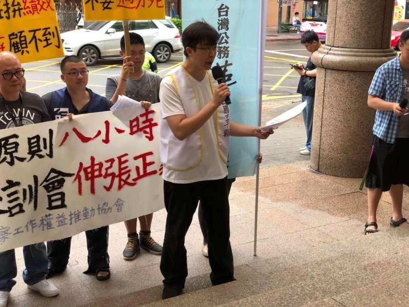 台灣警察工作權益推動協會與其他團體則捍衛基層警察權益,公革力蔡明翰。(警工會提供 )