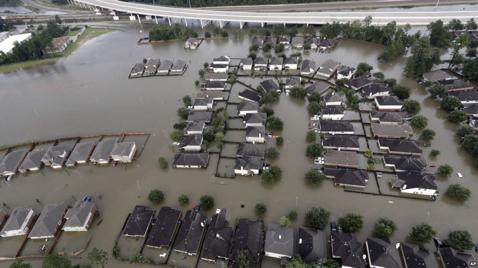 圖6:去年8月29日超強颶風哈維登陸美國德州,帶來的風暴和洪水摧毀了德州大片地區,造成大規模洪水,70餘人死亡。(作者張泉湧提供)