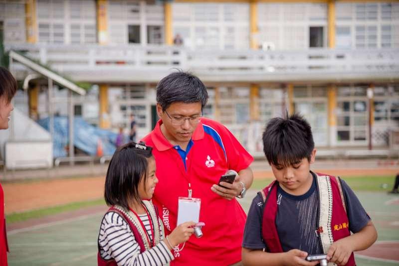 在活動中和孩子們打成一片的中華汽車業務部陳宗裕經理,談到今年的活動構想時表示,設計出一個能夠「留下更多」給孩子的活動,是「童心瞰視界」最終的目標。