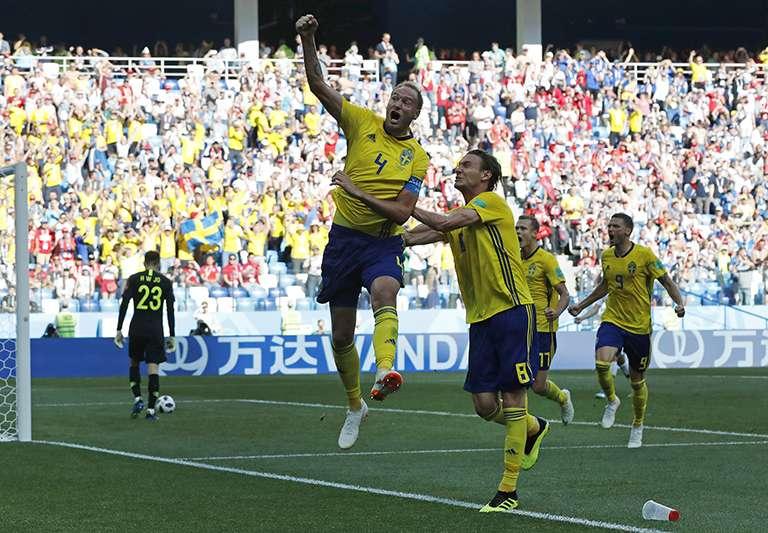 瑞典12年後重返世界盃,透過下半場12碼罰球踢開南韓大門,拿下重要的一勝,目前在F組與墨西哥並列第一。(美聯社)