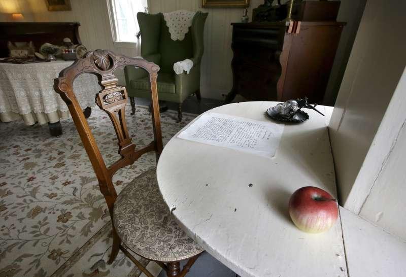 奧爾柯特在這張桌子上創作出《小婦人》(美聯社)