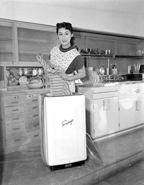 1953 年的三洋洗衣機廣告。(圖/middle-edge,*Cup提供)