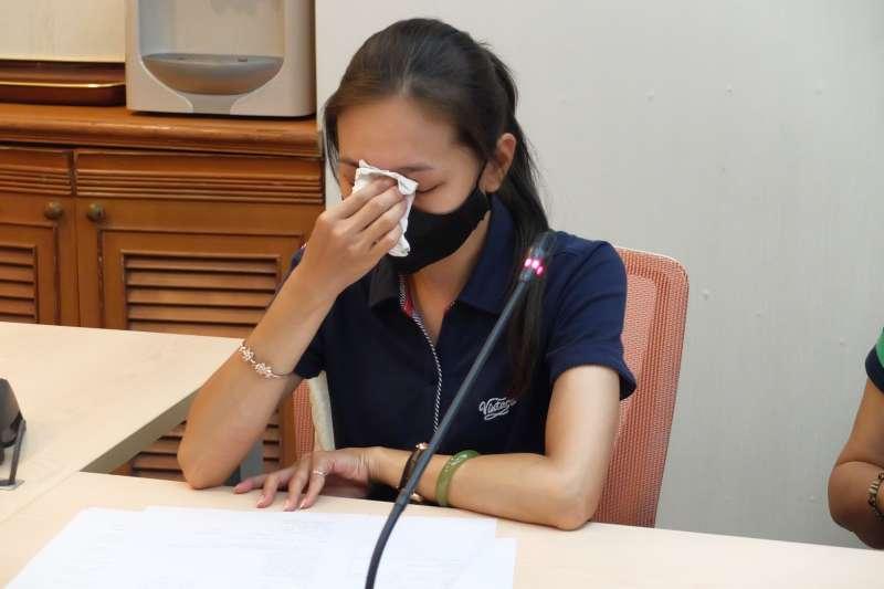 20180621-工傷協會呂智偉案「職安署調查失職!還有多少「被做掉」的過勞案?」記者會,圖中為呂智偉妻子鄭淨蓮。(謝孟穎攝)