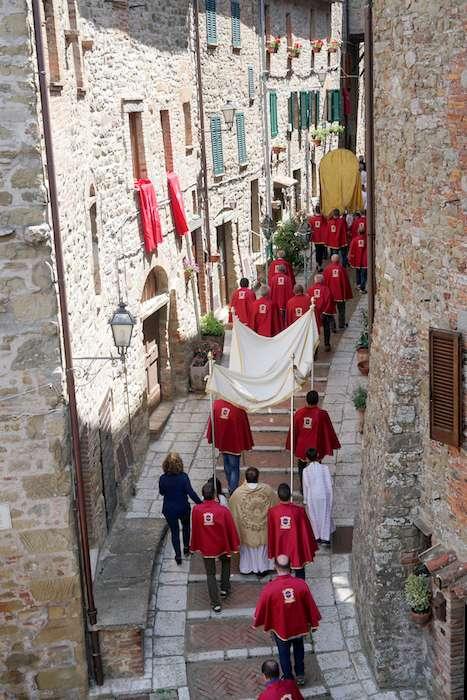 基督聖體聖血節的聖體街頭遊行。(曾廣儀攝)
