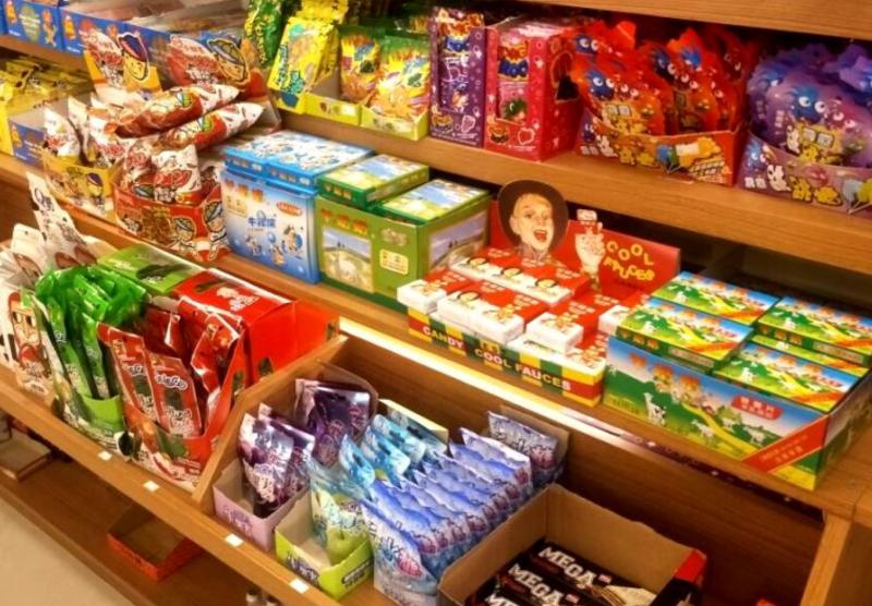 秀逗糖是挑戰味覺極限的「整人糖」,特色是一開始吃下去的時候,嘴巴裡面有15~20秒受不了的酸,直到表皮一層酸粉化開後,才會變成普通的糖果。(圖/食力foodNEXT提供)