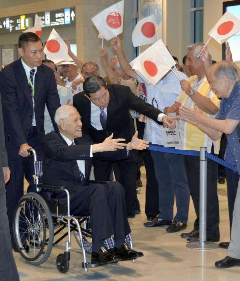 2018年6月,前總統李登輝飛抵日本沖繩進行訪問(AP)