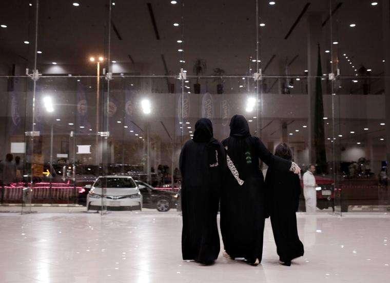 沙烏地阿拉伯女性24日後可自行開車上路,出門不必再仰賴男性親屬或司機(美聯社)